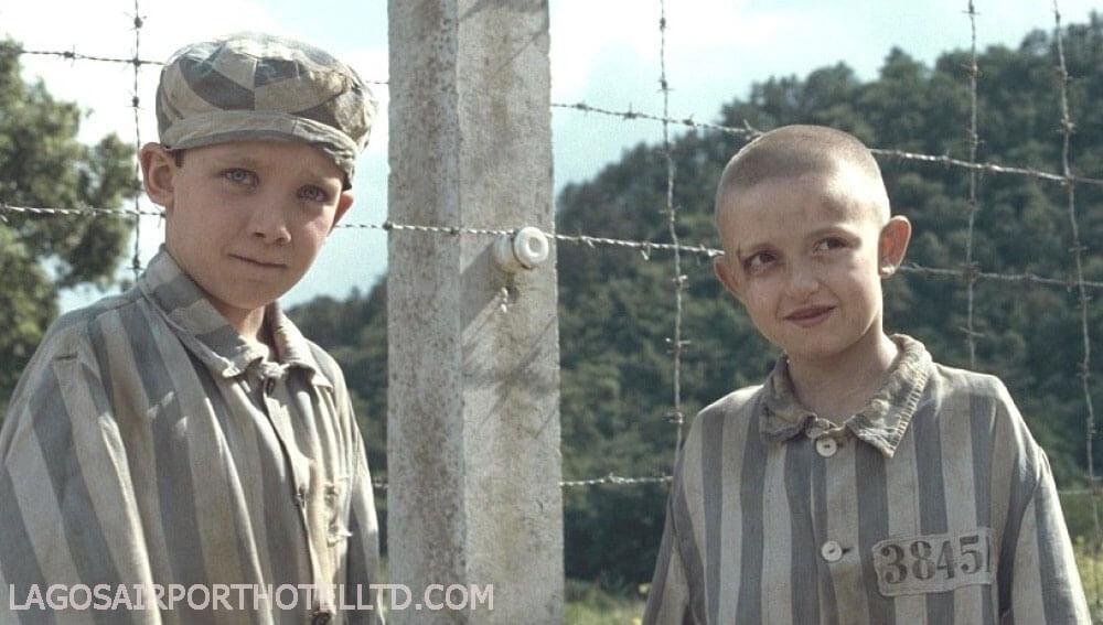 เด็กชาย ในชุดนอนลายทางthe boy in the striped pyjamas (2008) เด็กชายในชุดนอนลายทาง เป็นภาพยนตร์อิงประวัติศาสตร์ในช่วงสงครามโลกครั้งที่ 2 โดย Mark Herman